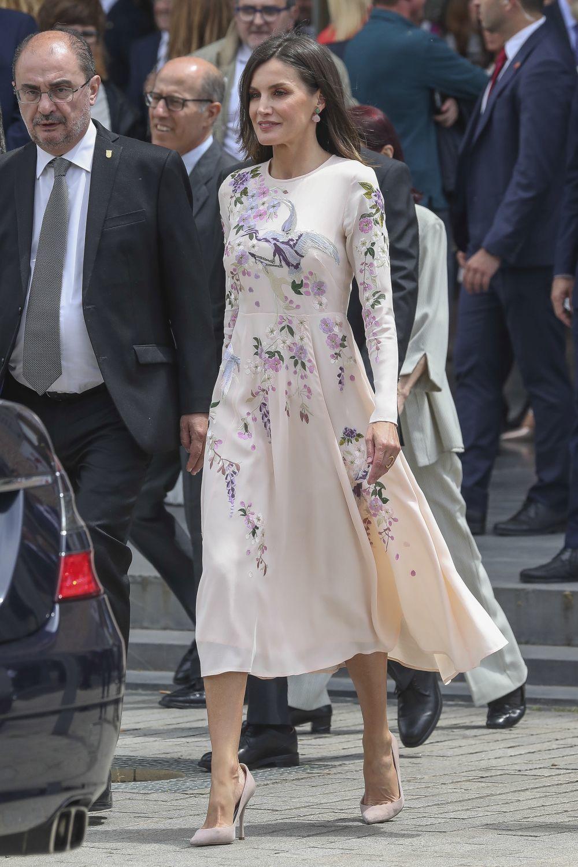 La reina Letizia con un vestido de Asos de inspiración oriental.