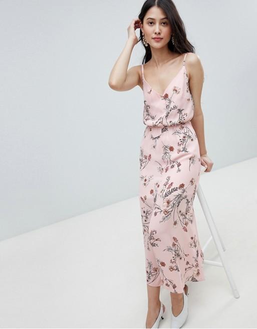 Vestido de Asos con estampado floral (38,99 euros).
