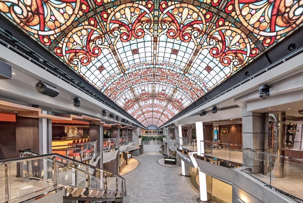 La galería del MSC Bellissima es el eje alrededor del cual se hace la...