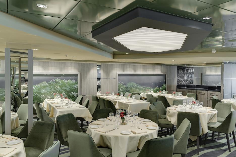En el MSC Bellissima hay más de 20 bares y 10 restaurantes,...
