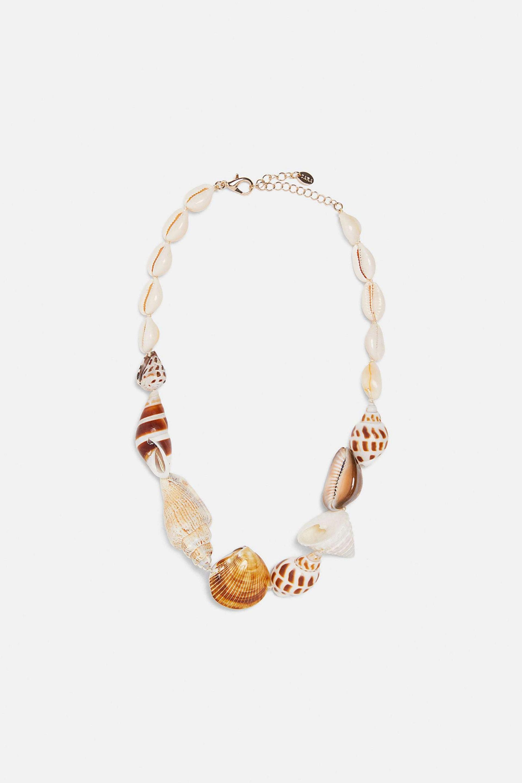 Collar corto de conchas marinas de Zara