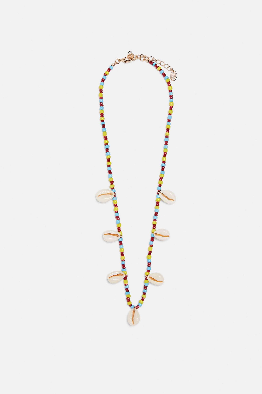 Collar de conchas y cuentas de colores de Zara