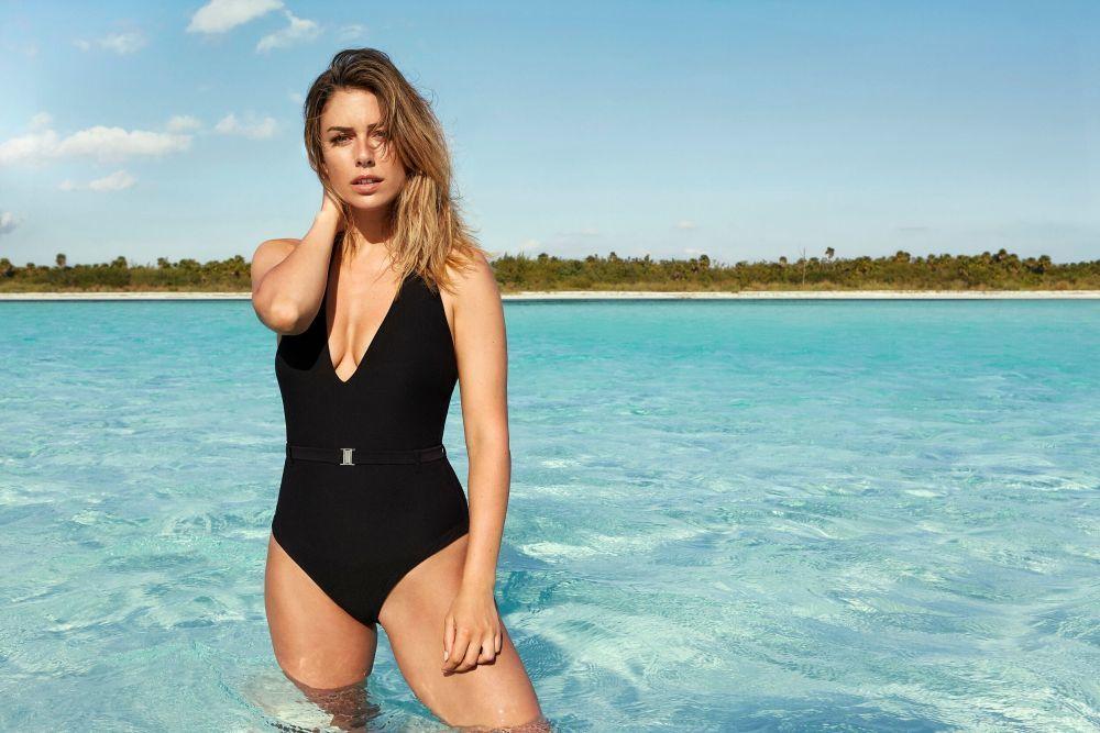 Blanca Suárez tiene el bañador negro que necesitas en tu armario