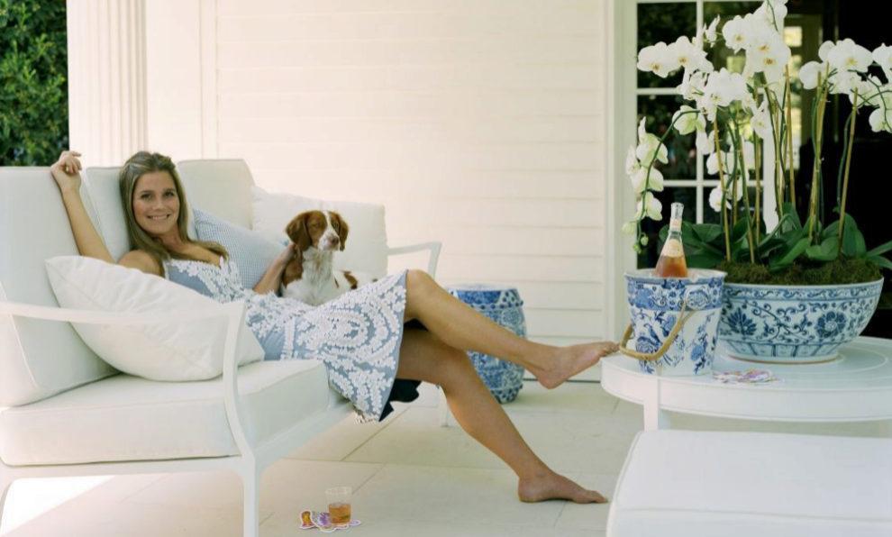 """Una terraza blanca en la que apetece relajarse y ponerse en """"modo""""..."""