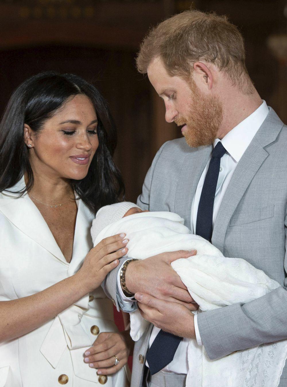 Meghan Markle y el príncipe Harry presentan a su bebé.