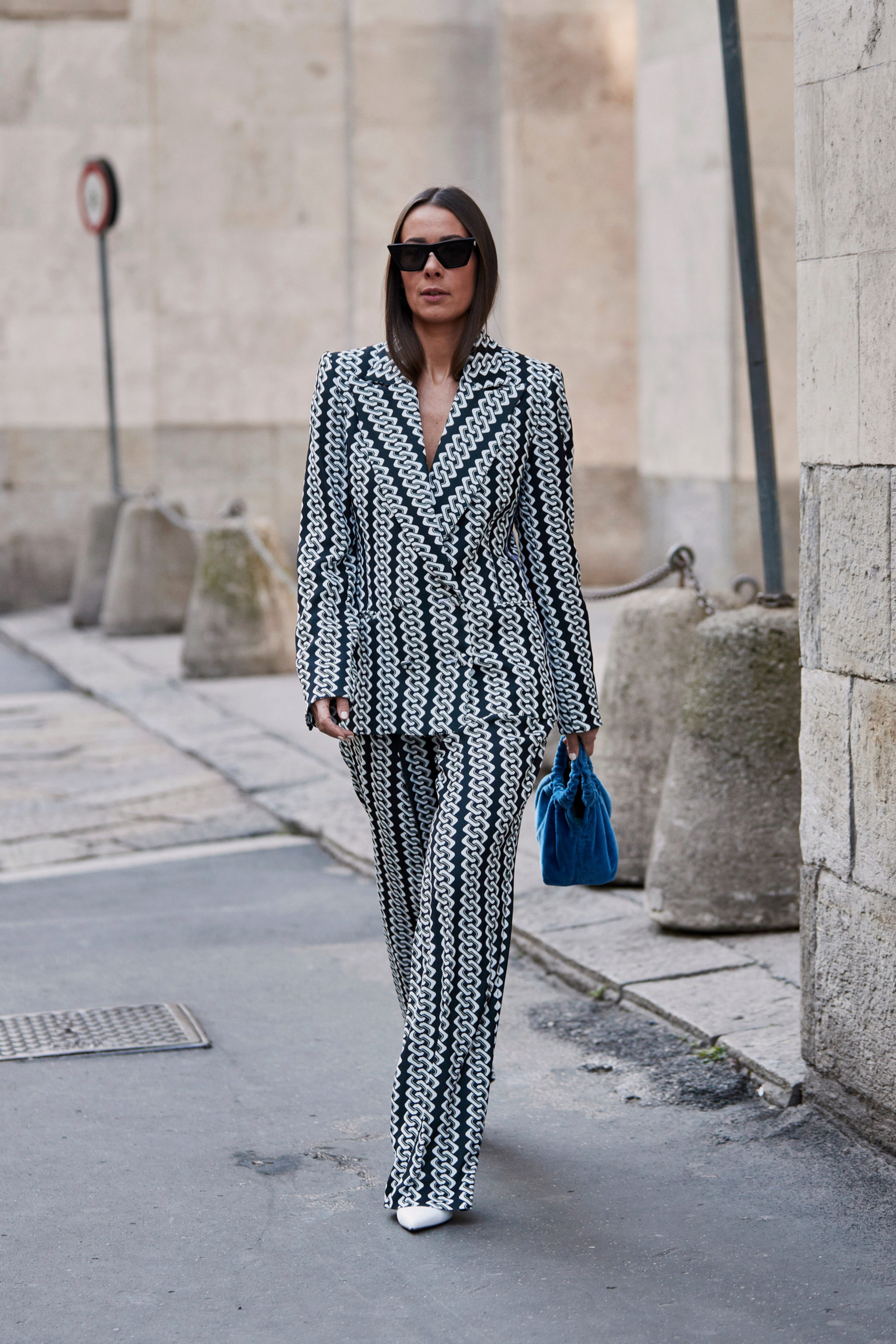 Los trajes de chaqueta los hemos visto en el street style también