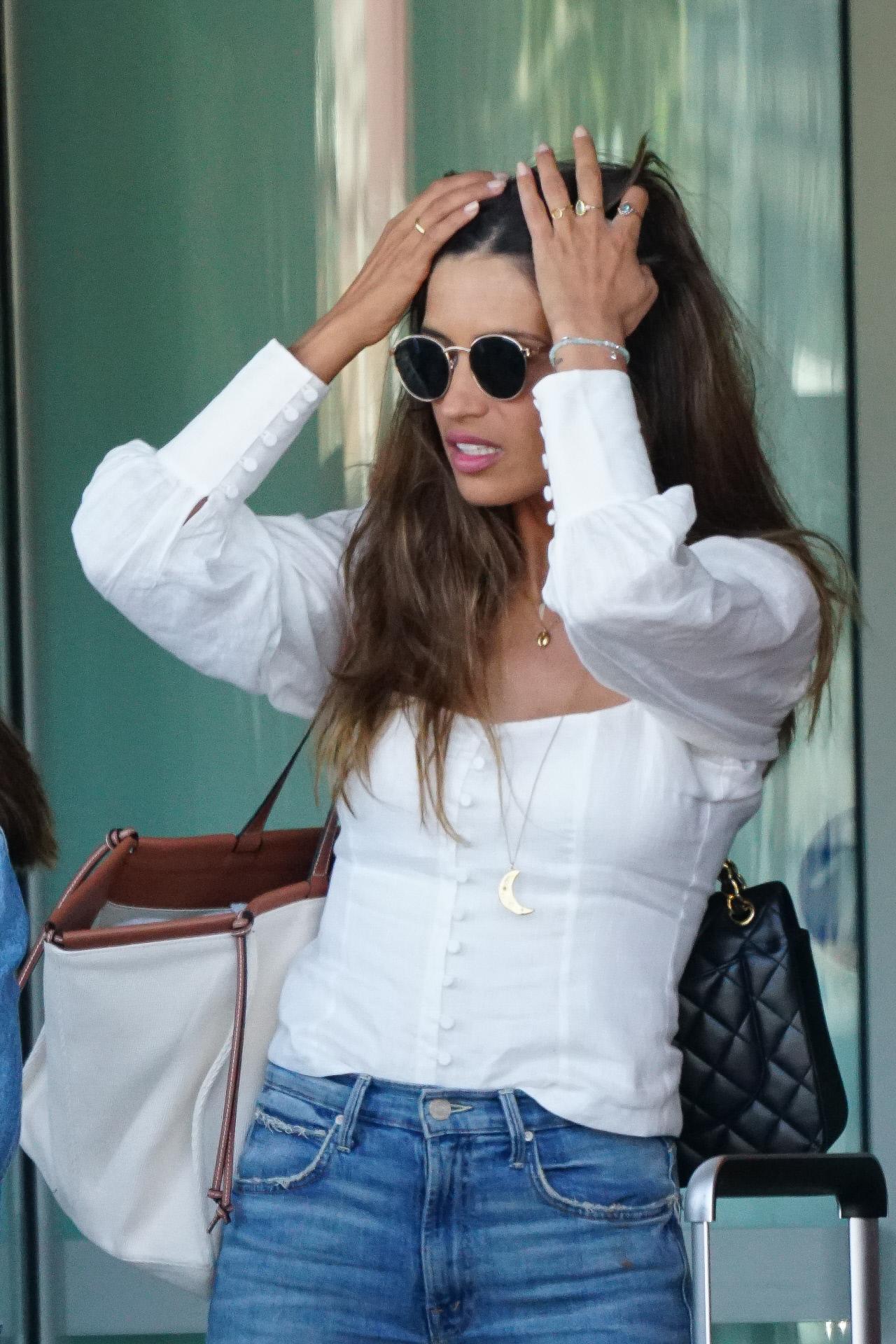 Sara Carbonero en el aeropuerto de Ibiza