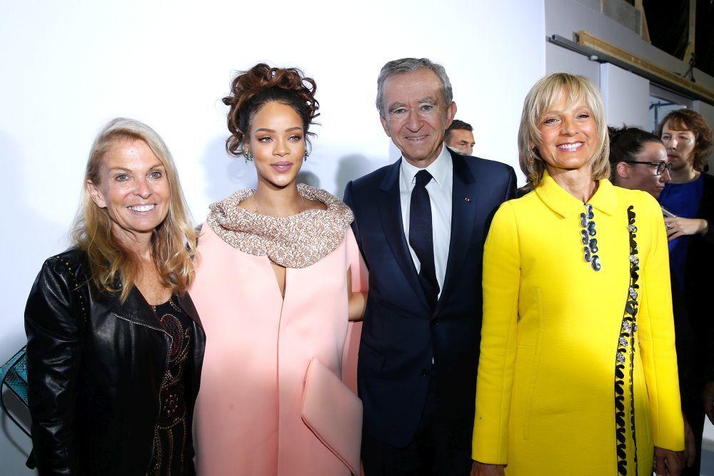 La embajadora de Estados Unidos en Francia, Jane D. Hartley, Rihanna,...