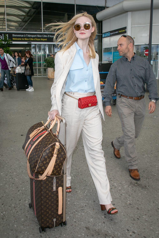 Elle Fanning llega al Aeropuerto de Niza para el Festival de Cannes...