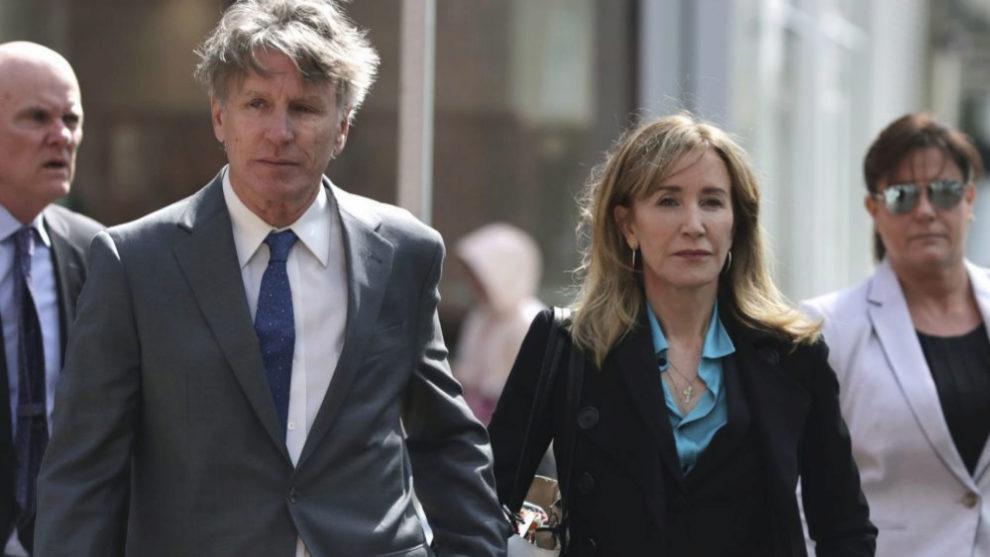 Felicity Huffman en su llegada a un tribunal en Boston el 3 de Abril
