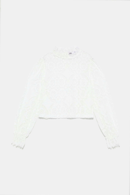 Blusa con manga larga y encajes de Zara