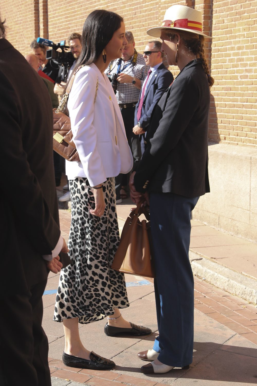 Victoria Federica elige una falda de animal print para acudir a las Ventas.