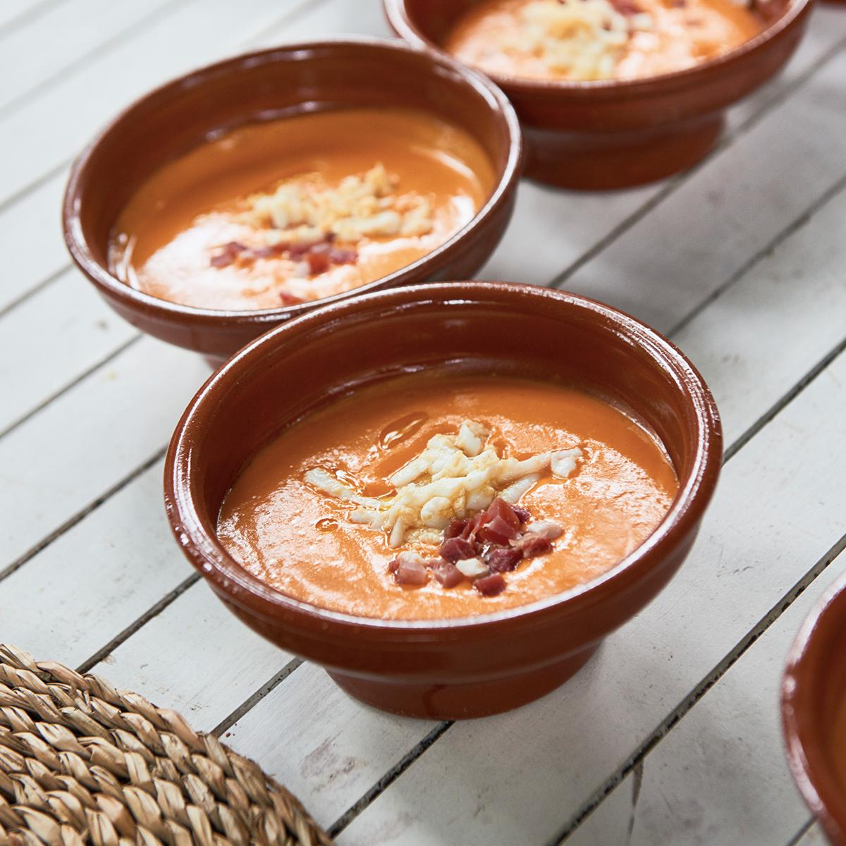 El gazpacho es una comida nutritiva que nos ayuda a mantenernos...