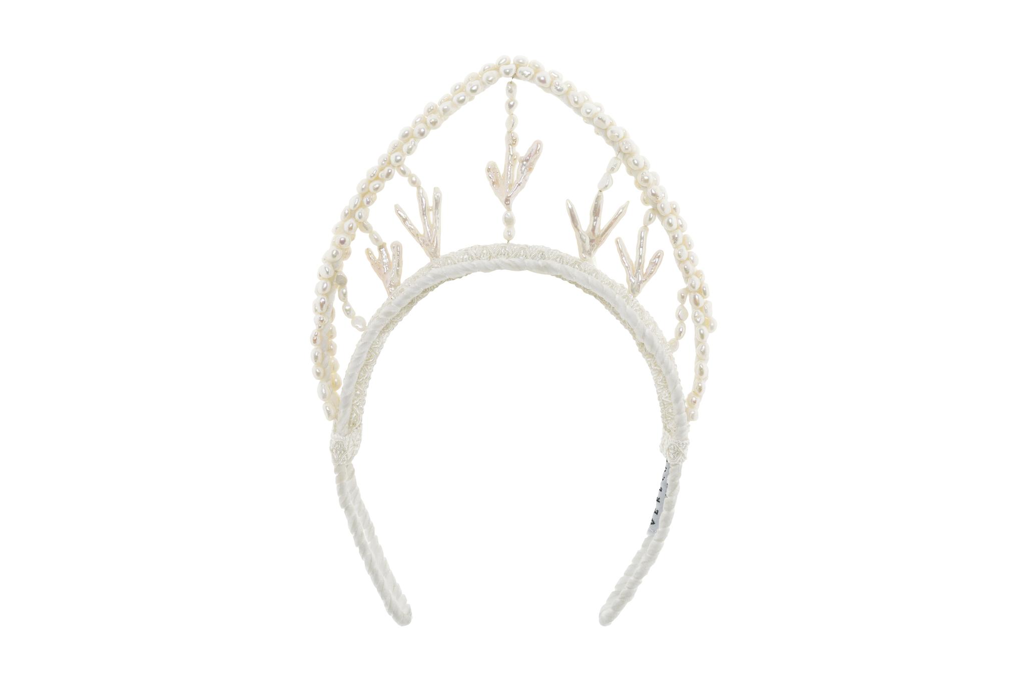 Diadema de perlas, de Verbena Madrid (450 euros).