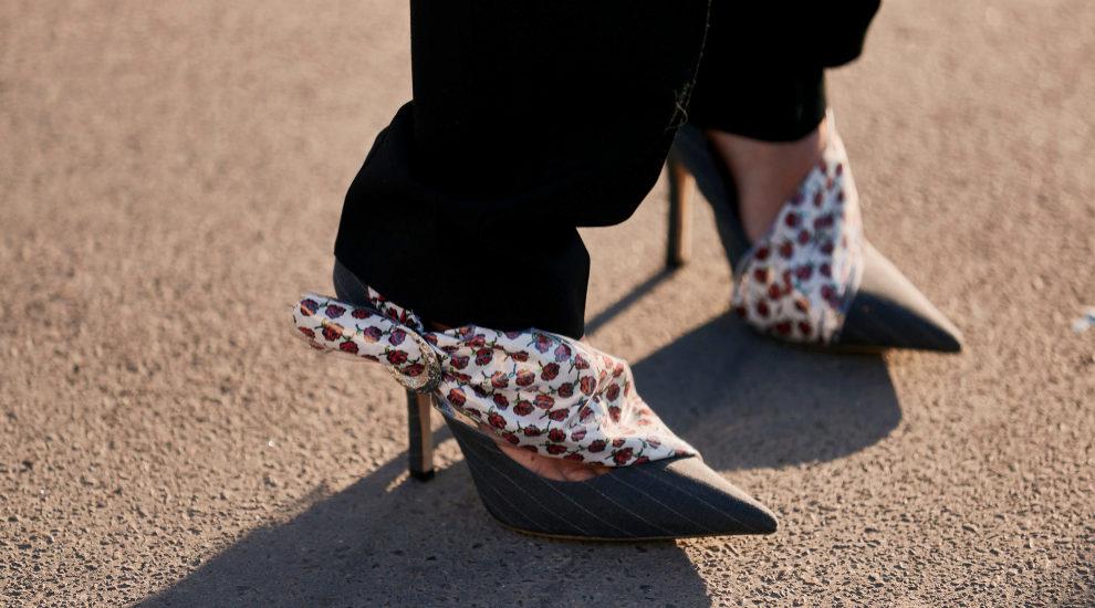 Zapatos en estilismos de street style