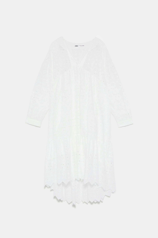 Vestido con calados y encajes de Zara