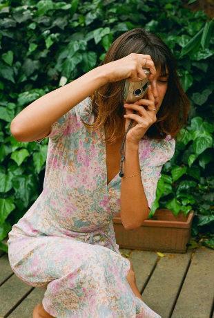 Jeanne Damas con prendas de flores