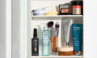 Descubre dónde y cómo guardar las cremas y cosméticos para alargar...