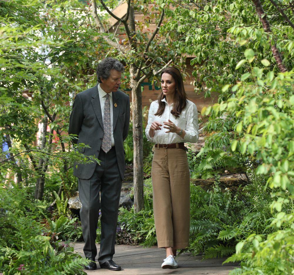 Kate Middleton con pantalones de Massimo Dutti.
