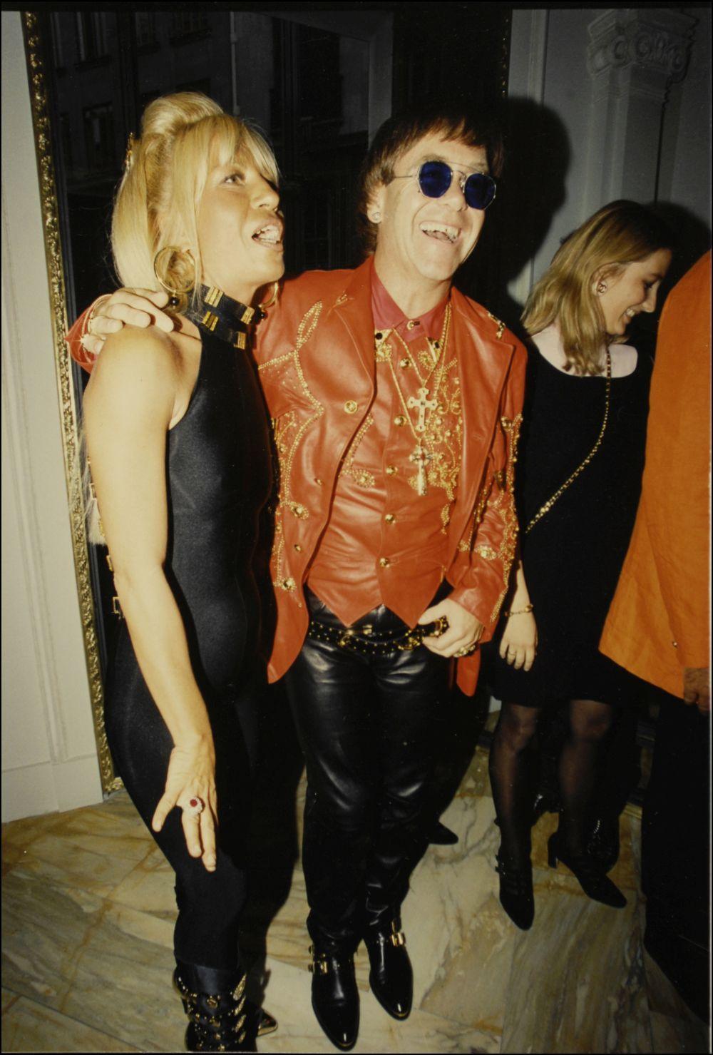 Elton John junto a Donatella Versace