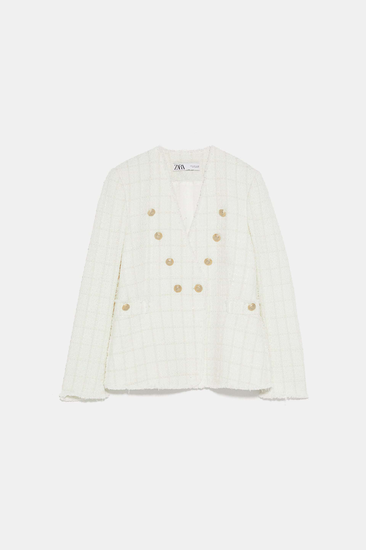 Chaqueta blanca de tweed, de Zara (69,95 euros).