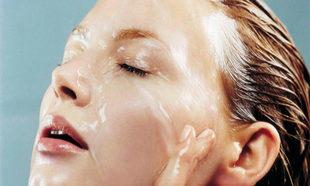 La doble limpieza facial es uno de los pasos de la rutina de belleza...