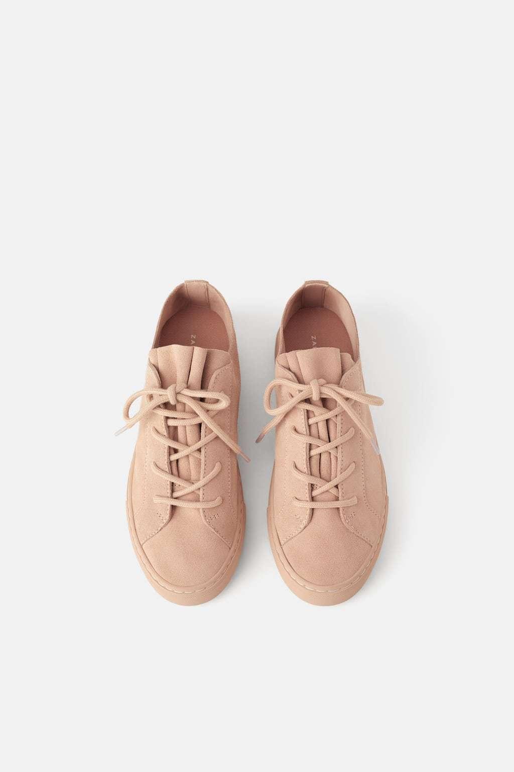 Zapatillas de serraje en color rosa de Zara