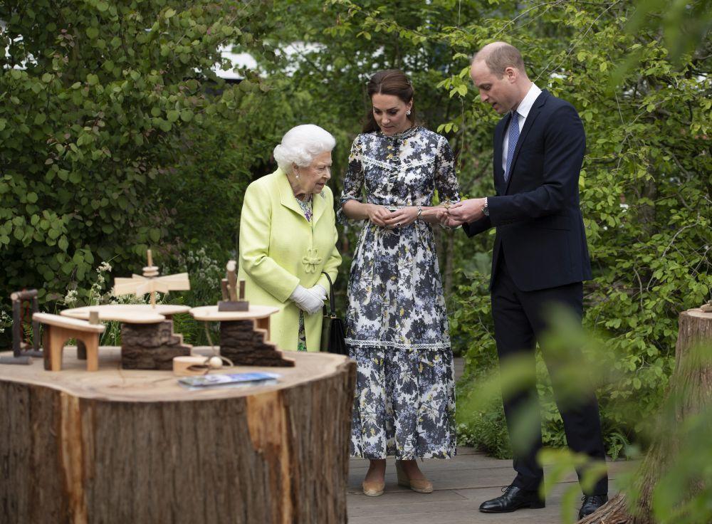 Kate Middleton en Chelsea Flower Show con la reina y el príncipe...