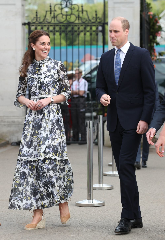 Kate Middleton con vestidode Erdem y alpargatas de Castañer.