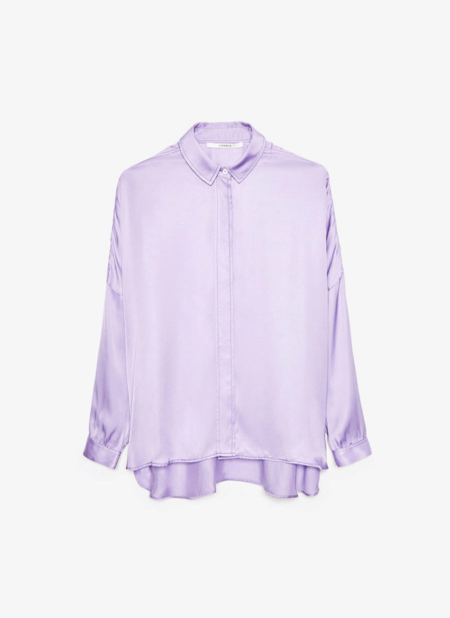Camisa de seda oversized en color violeta de Uterqüe