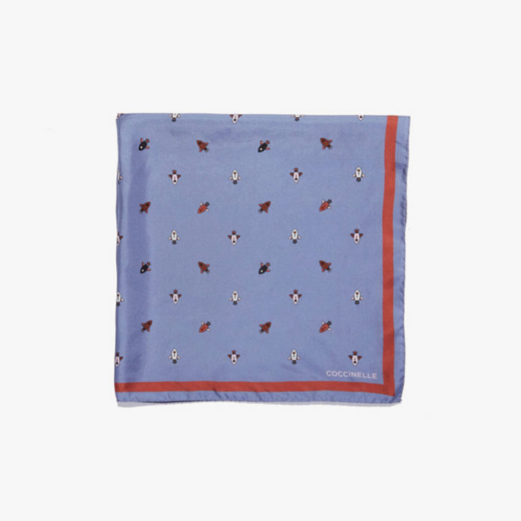 Pañuelo estampado en color lila de Coccinelle