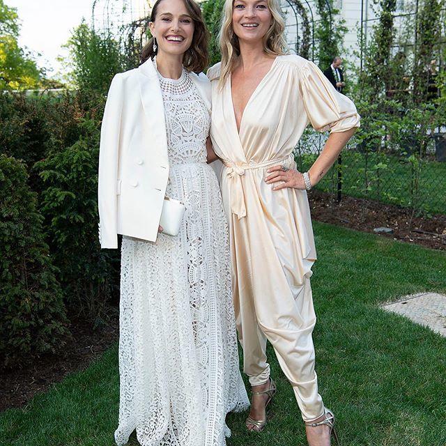 Natalie Portman y Kate Moss en una fiesta de Moët & Chandon.