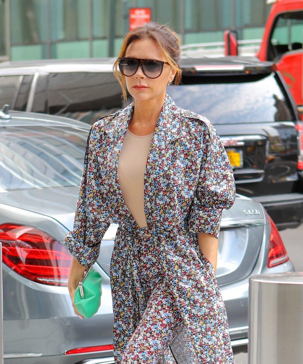 La diseñadora de moda Victoria Beckham lanz