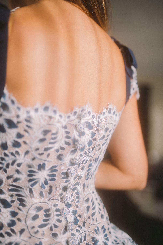 Detalle de la espalda del vestido.