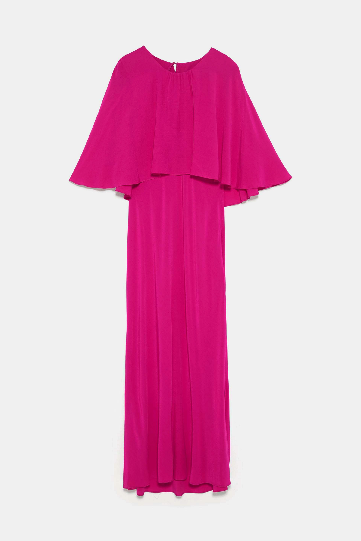 Vestido de corte midi con capa en fucsia de Zara (49,95¤)