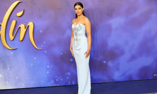Naomi Scott en el premiere de Aladdin en Londres.