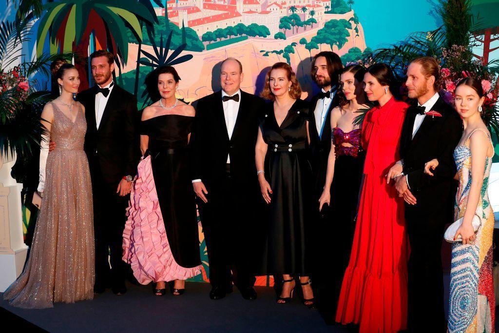 La familia Grimaldi, reunida para celebrar el tradicional Baile de La Rosa.