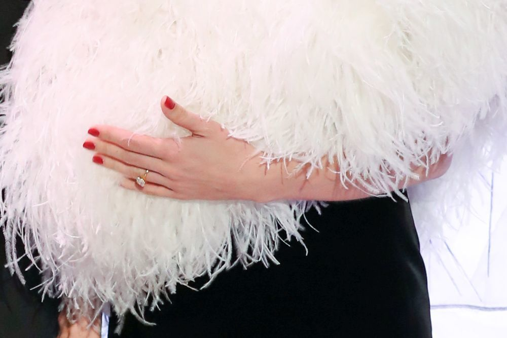 Detalle del anillo de pedida de Carlota Casiraghi