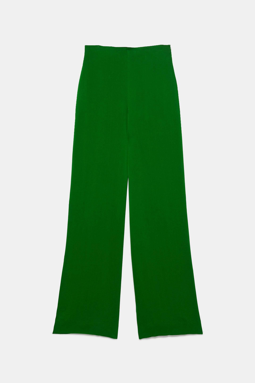 Pantalón palazzo satinado en color verde de Zara