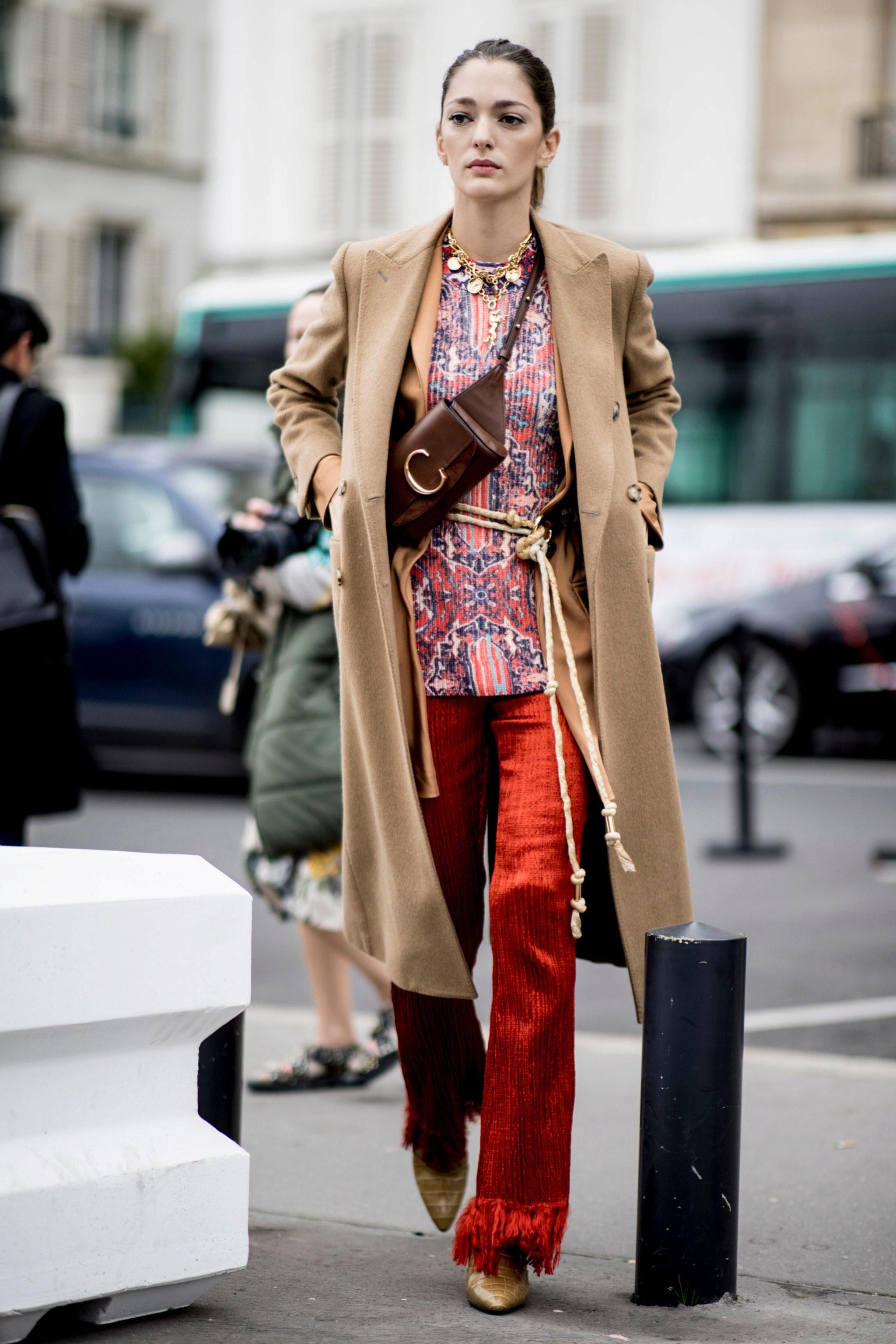 Sofía Sánchez de Betak con pantalones palazzo en el street style de...