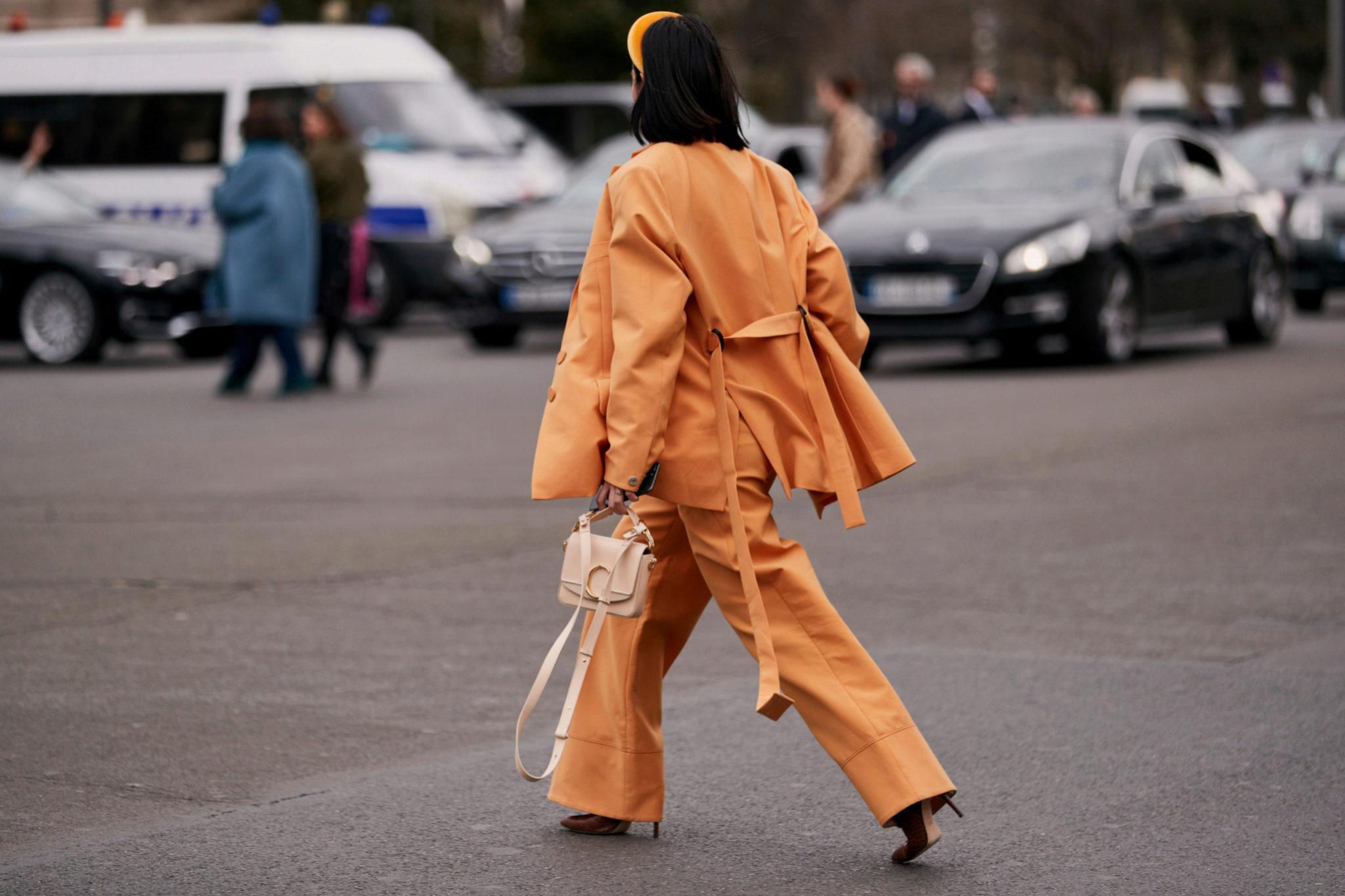 Los pantalones palazzo siempre triunfan en el street style