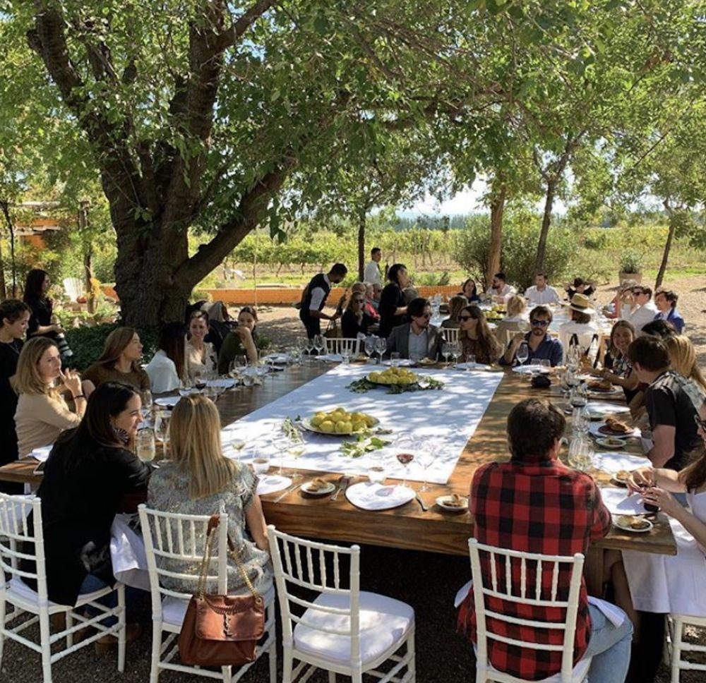Foto de la primera comida del evento en Finca la Anita servidora por...