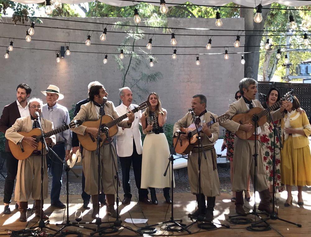 La música no faltó en la boda civil en las bodegas Lagarde.