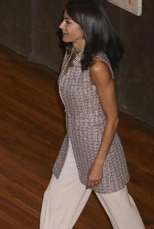 3e1ac6410c11 La reina Letizia lleva el look de Zara que marca tendencia