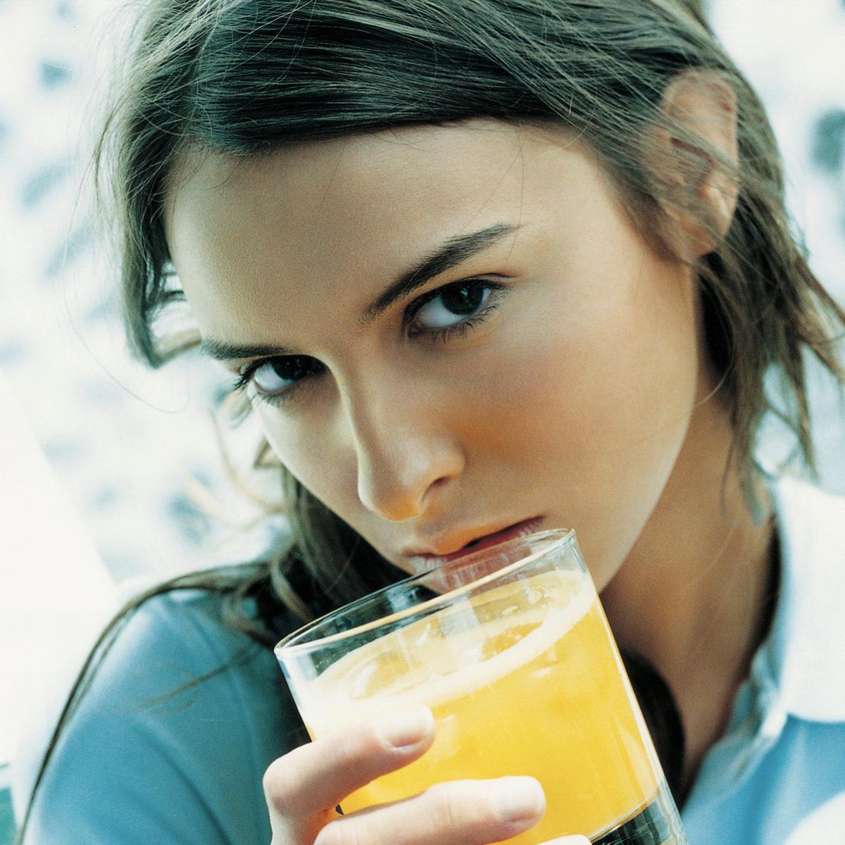 Los batidos de frutas nos aportan más fibra que los zumos.