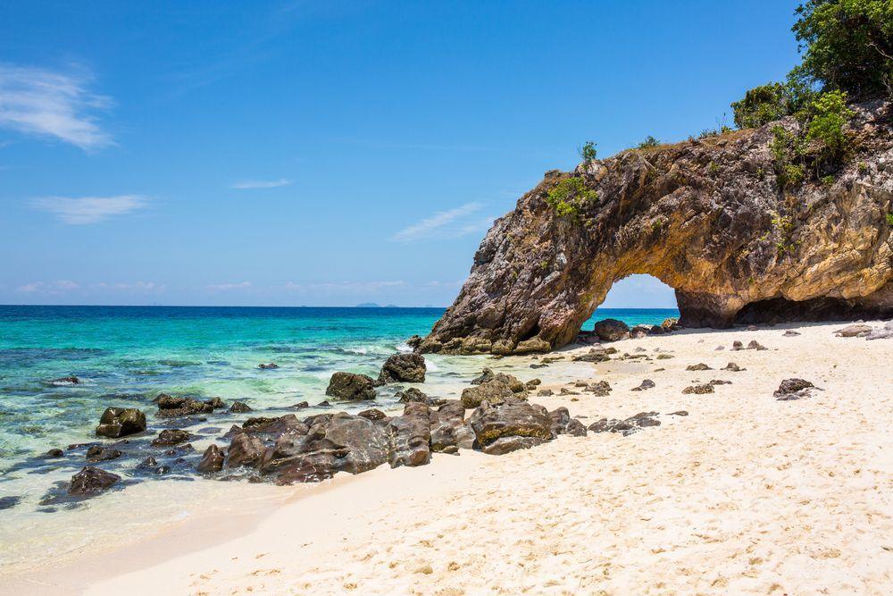 Arco de piedra en Khai Island