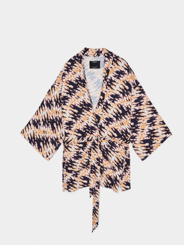 Kimono con estampado 'tye dye' de Bershka (19,99¤)