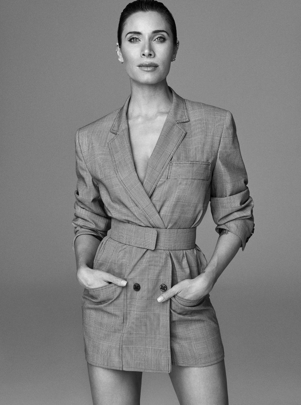 Pilar Rubio con chaqueta de príncipe de gales, Max Mara y pendientes...