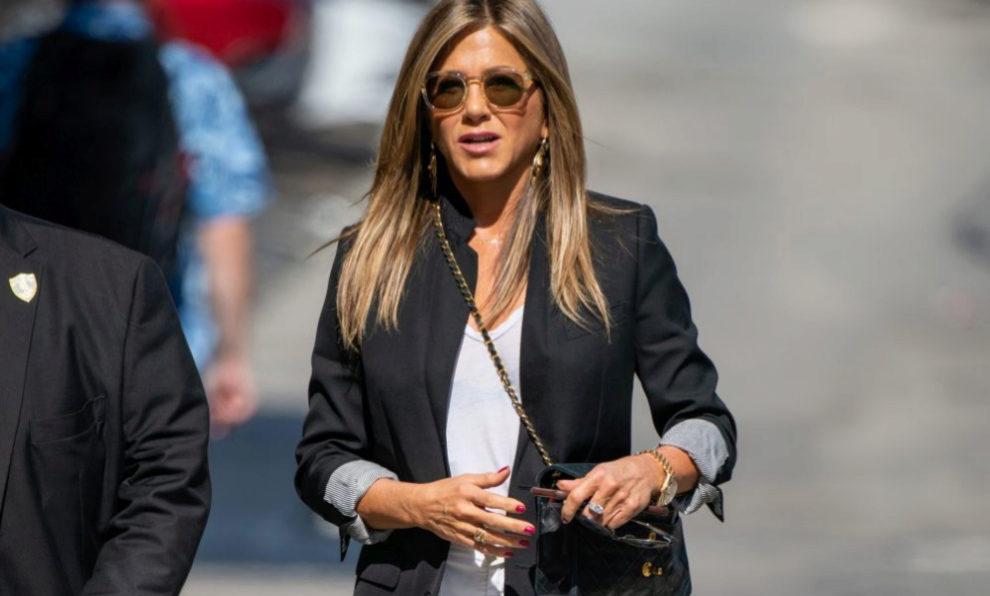Jennifer Aniston, vestida de básicos por las calles de Nueva York.