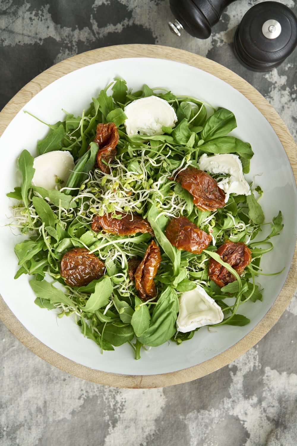 Las verduras, crudas, cocidas, asadas o en puré, también están...